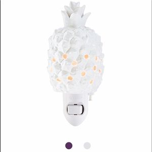 Pineapple Scentsy warmer. New in box